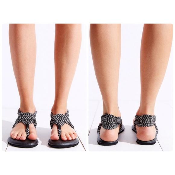 312faf061feb49 Yoga Sling 2 Chevron Sandals. M 5ac55c9ca825a6c9e5592534
